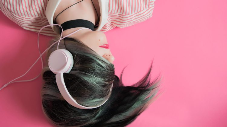 girl audio unsplash photo